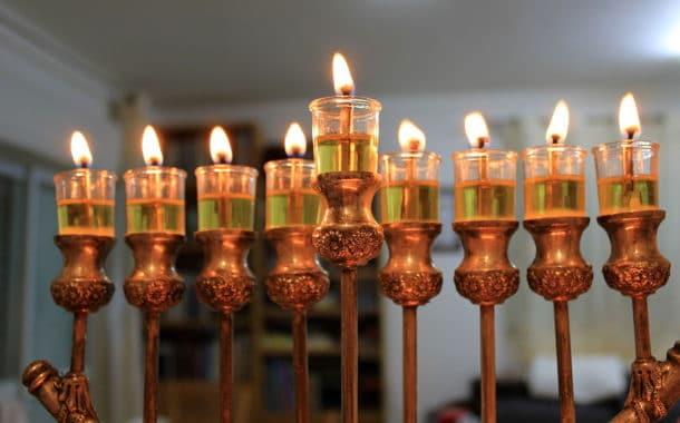 Les lumières de Hanoukka:  Un regard nouveau sur Hanoukka.  Ténèbres et clartés!