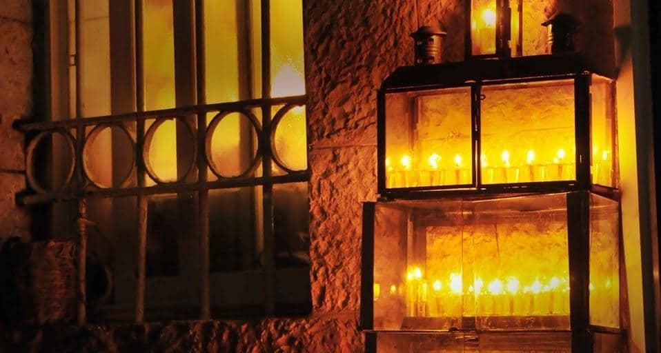 III Où doivent se trouver les lumières de 'Hanoukka ? - Torath Hamoadim