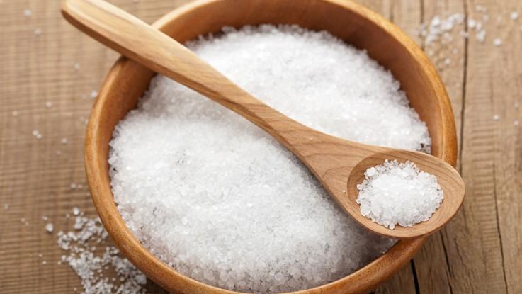 Se laver les mains lorsqu'on trempe un aliment. 12.Aliment trempé dans le sel et Tremper son doigt. Yalkout Yossef Ch. 158 (seconde partie) §15-16 - Yéhouda Berros