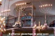S'efforcer de prier avec Minyane le vendredi soir Yalkout Yossef Ch. 271 §10